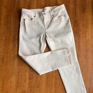 Modern cuffed crop jeans